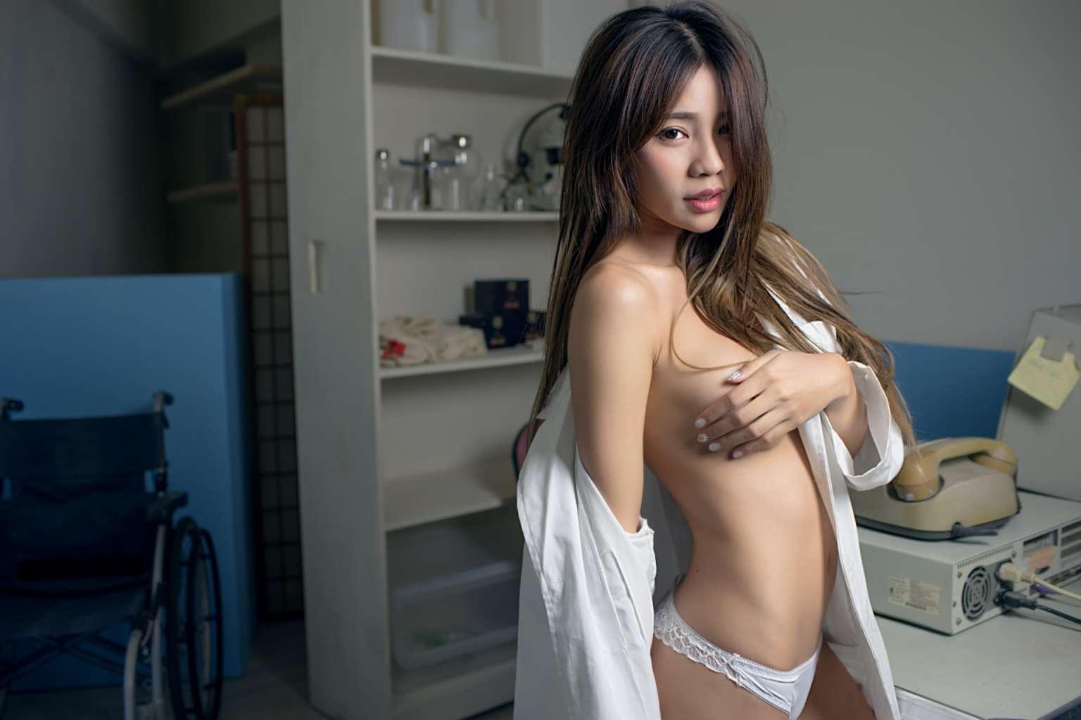 Ảnh gái dâm Việt Nam - Rachel Quyên cực kỳ sexy ướt át