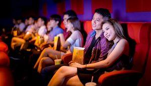rạp chiếu phim là nơi lý tưởng để đi chơi của tình yêu học trò thời nay