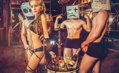 DJ Na khoe ảnh nóng bên cạnh các hot boy cơ bắpDJ Na khoe ảnh nóng bên cạnh các hot boy cơ bắp