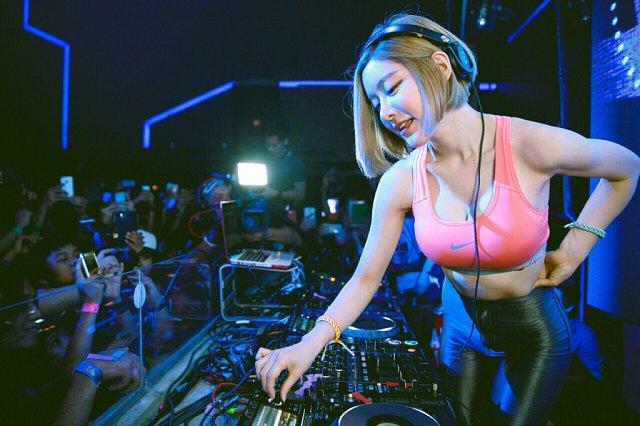 DJ-soda-bikini-10